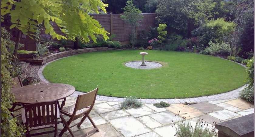 Amazing Round Shape Back Garden Ideas Small