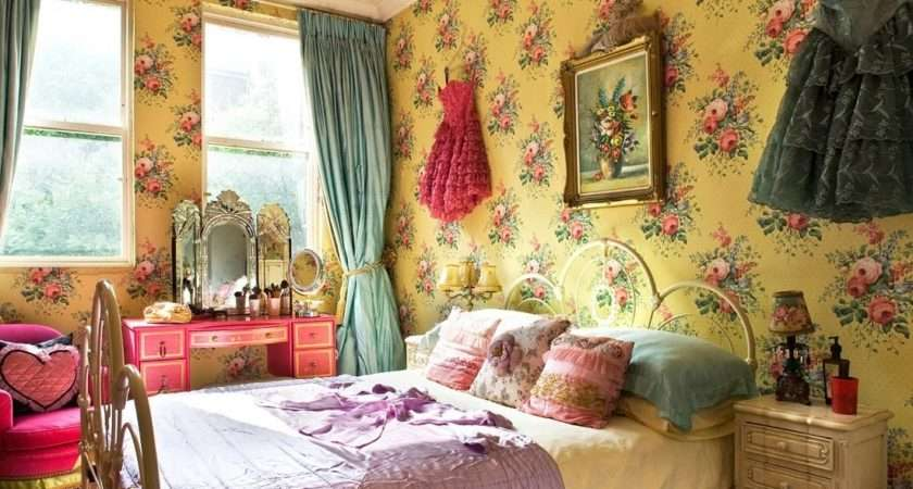 Beautifull Flower Accent Vintage Bedroom