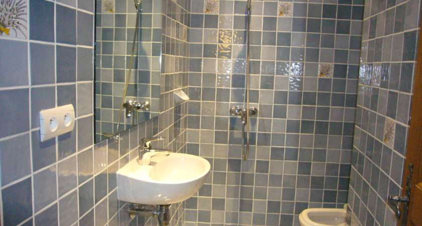 Bedrooms There Shower Wet Room Washbasin Toilet