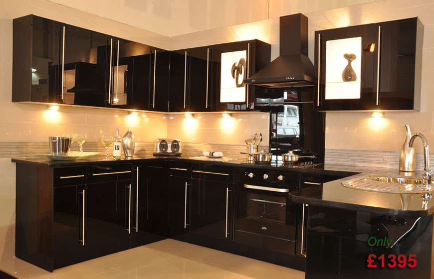 Black Gloss Fitted Kitchen