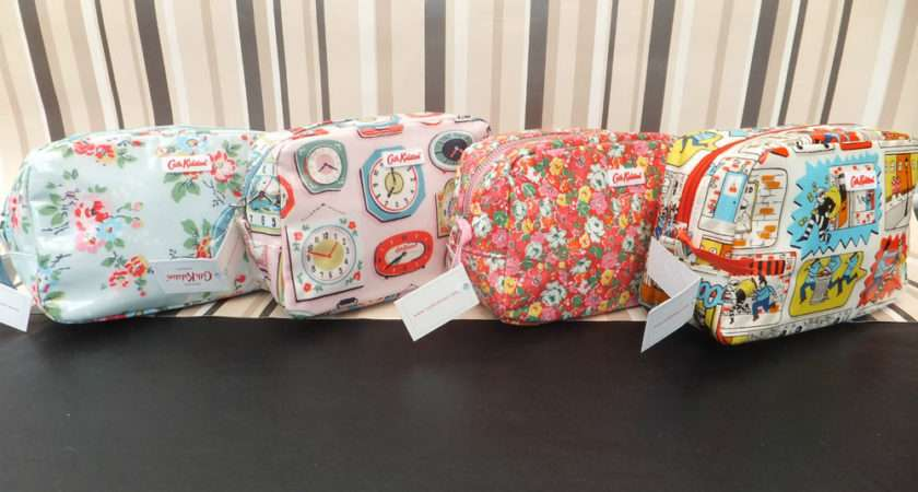 Cath Kidston Ladies Classic Shiny Oil Cloth Make Wash Bag Bnwt New