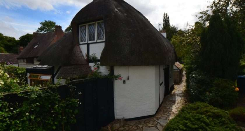 Century Thatched Cottage Mile Stratford