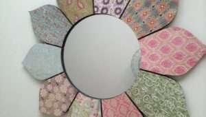 Chic Wooden Vintage Design Flower Petals Wall Mirror Shabby