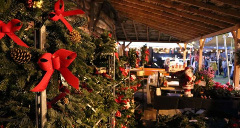 Christmas Trimmings Art Antiques Dealers Get Festive