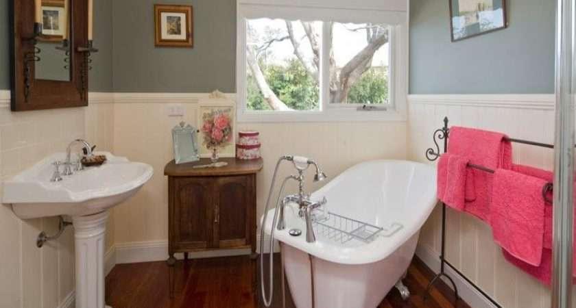 Classic Bathroom Design Claw Foot Bath Using Wood
