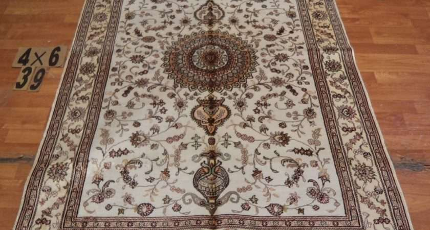 Classic European Country Style Beautiful Flower Floor Rug