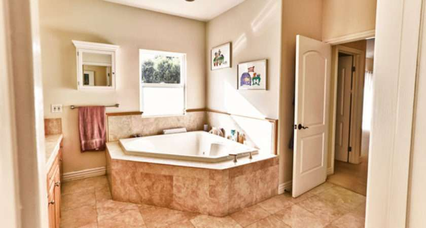 Color Wall Paint Would Peach Brown Tile