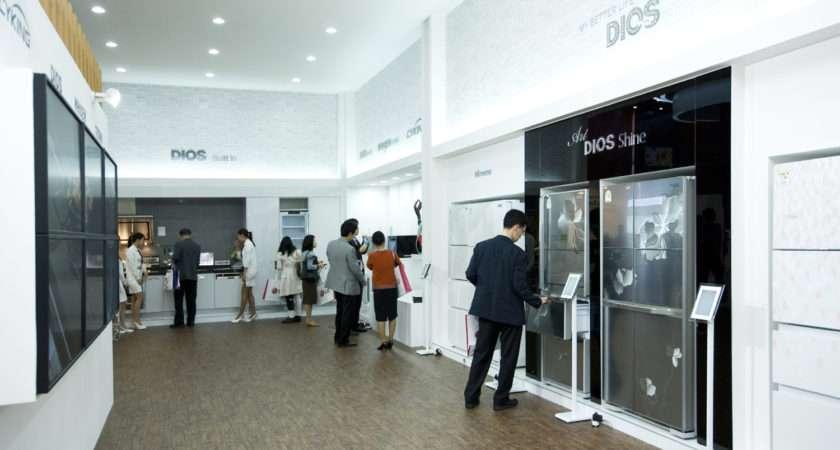 Cutting Edge White Color Home Appliances Diplay Samsung
