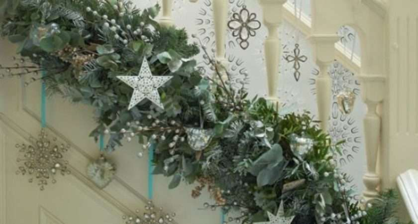 Deck Halls Christmas Hallway Decorating Ideas