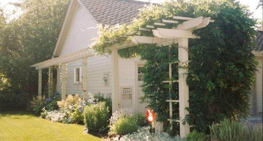 Decorative Trellis Above Fence Line Added Privacy Decor
