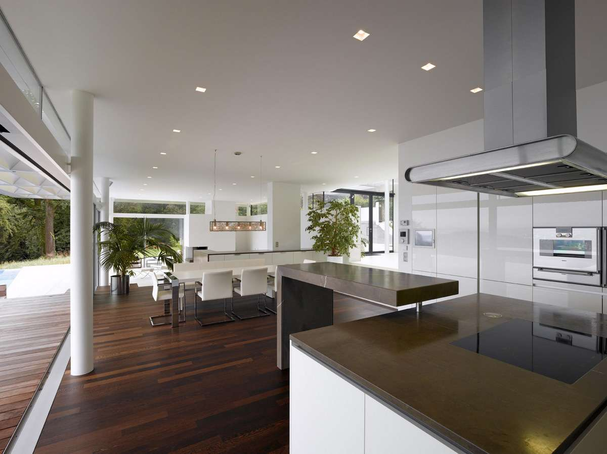 Deluxe Design Large Contemporary Kitchen