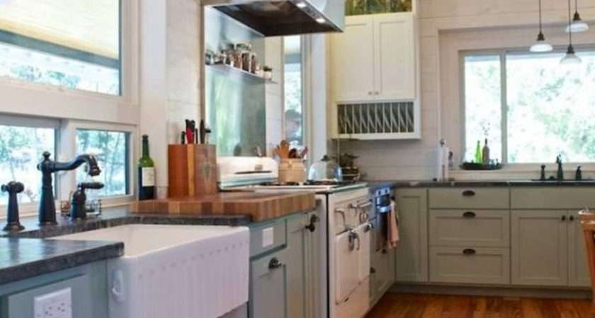 Elements Utilize Creating Farmhouse Kitchen