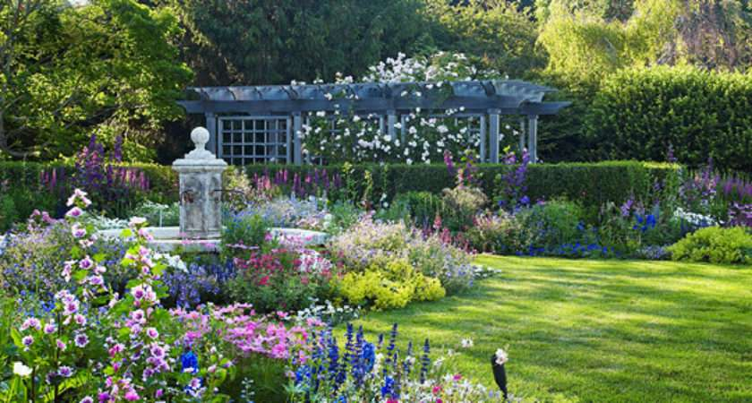 English Style Garden Hamptons Traditional Home