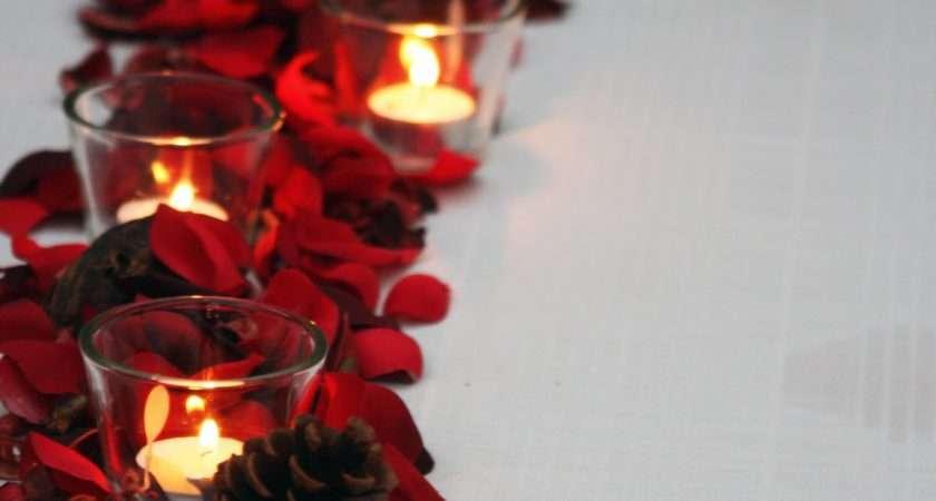Festive Table Cor
