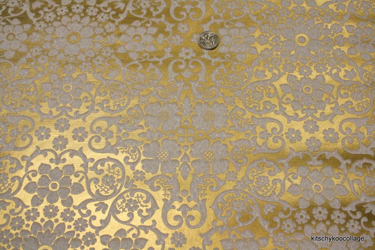Flocked Vintage White Retrowallpaper