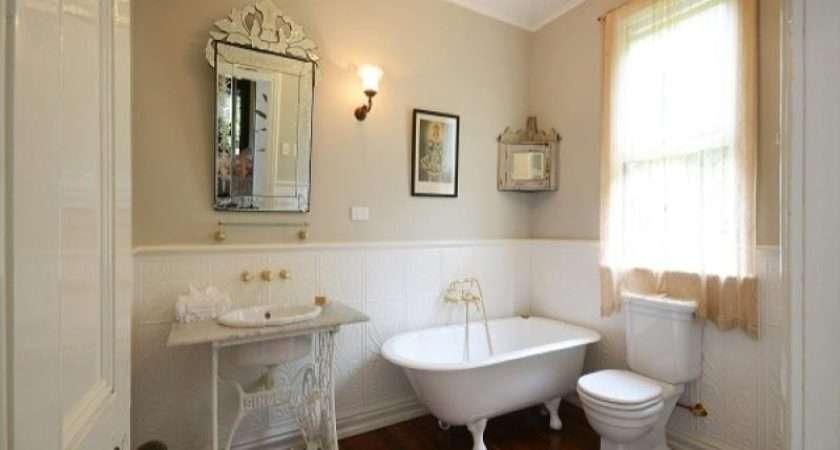 French Provincial Bathroom Design Claw Foot Bath Using Ceramic