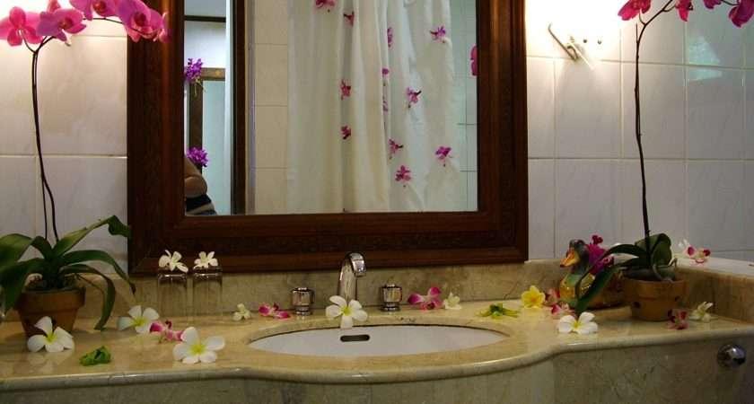 Have More Creative Bathroom Simple Decor Ideas