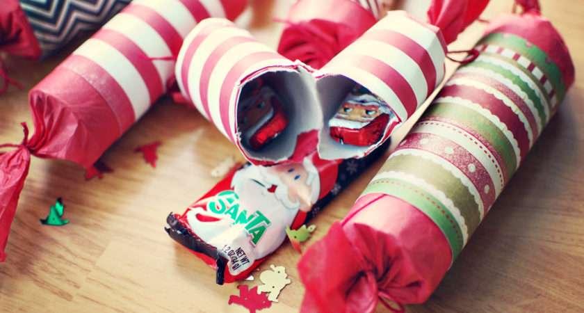 Homemade Holiday Crackers Wallflower Wonderland
