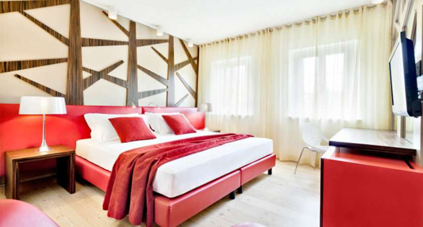 Hotel Cadelach Red White Bedroom