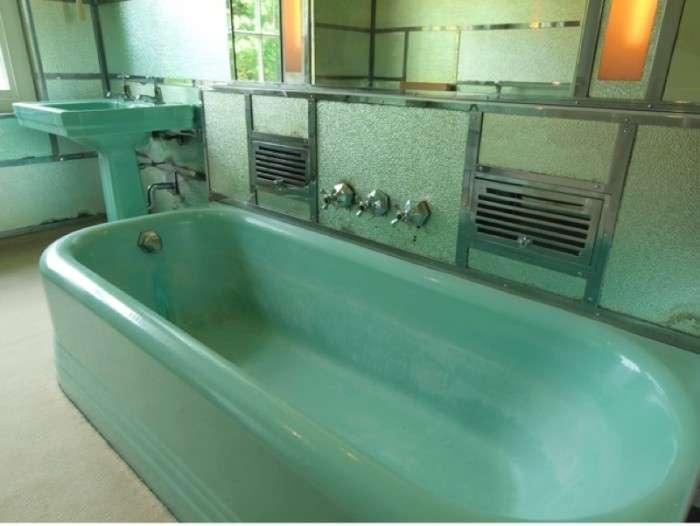 Lovely green original art deco bathroom suite lentine for B q bathroom suites
