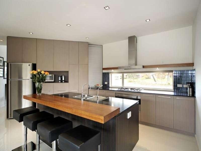 Modern Island Kitchen Design Using Granite