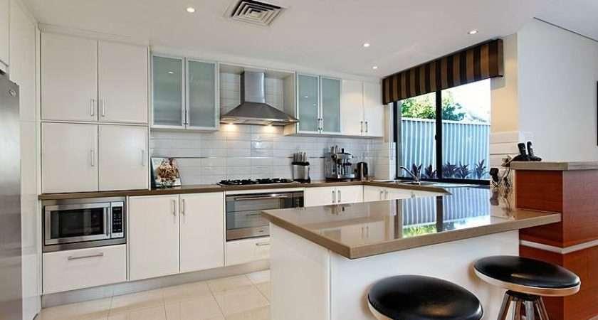 Modern Shaped Kitchen Design Using Granite