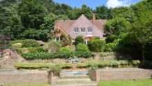 Peter Andre Snaps Tom Cruise Former Sussex Mansion