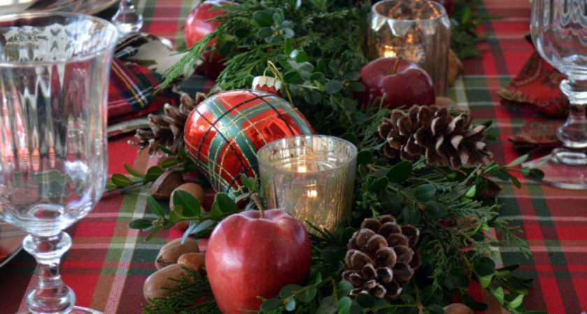 Plaid Tidings Christmas Table Nick