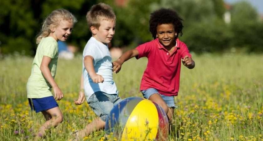 Play Outside Kids Sunlight Reduces Chances Myopia Children
