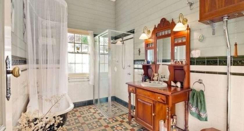Provincial Bathroom Design Claw Foot Bath Using Glass
