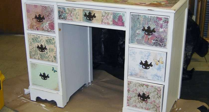 Remodelaholic Little Girls Modpodged Antiqued Desk