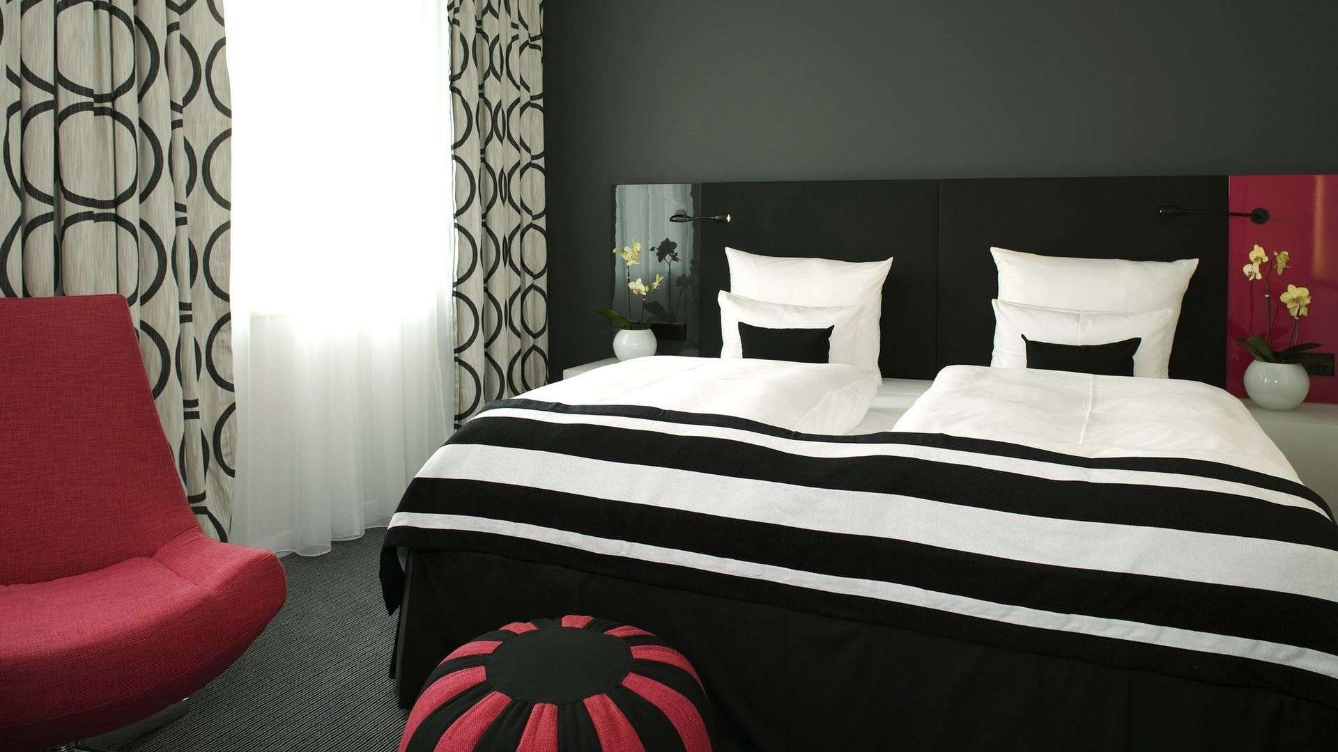 Simple Bedroom Red Black White