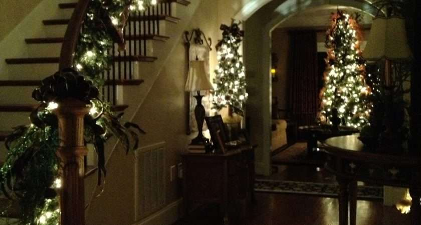 Southern Sassy Christmas Garland Stairs