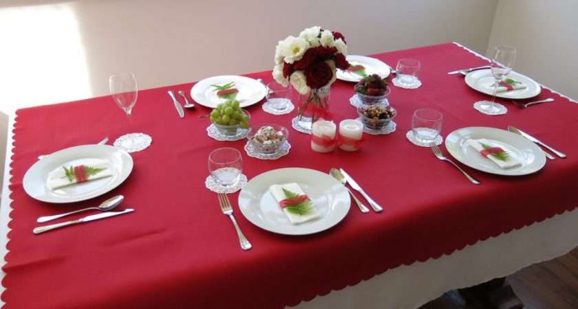 Stunning Christmas Table Red White Cloths