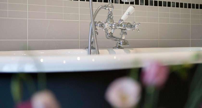 Suite Bathroom Soak Roll Top Bath Refresh Shower