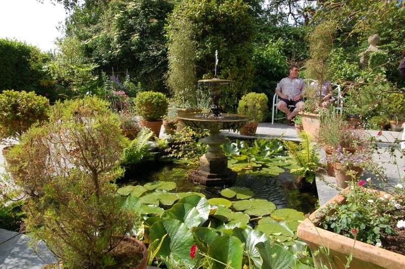 There Victorian Garden Without Water Feature