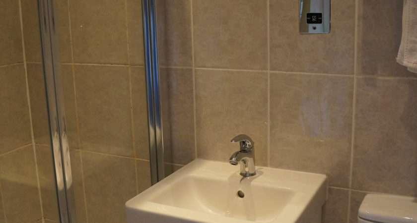 Triple Room Suite Bathroom Home Bed