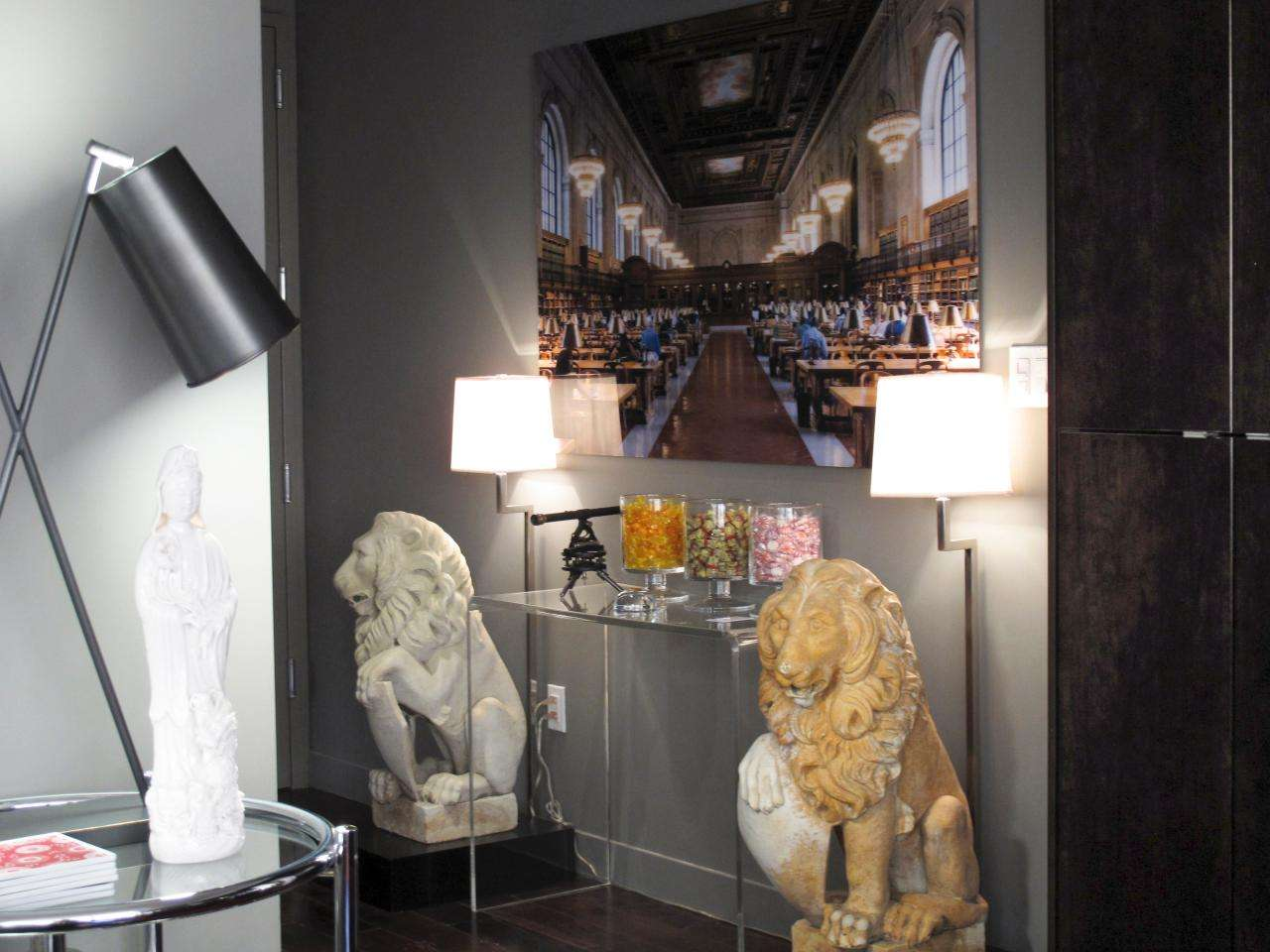 Urban Hallway Lion Sculptures Table Decor Lamps Img